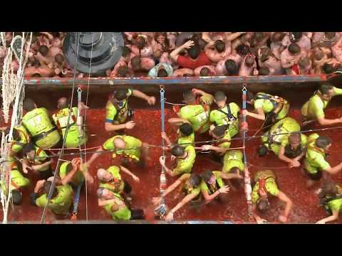Помидорная битва: фестиваль «Томатина» в Испании