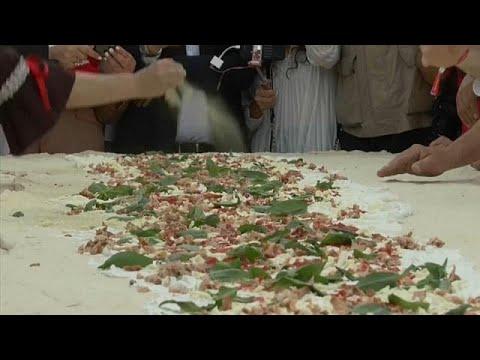 В Италии приготовили самую большую в мире неаполитанскую пиццу