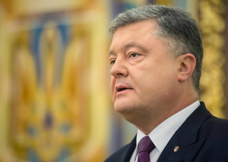 Порошенко «помиловал» крымчан и сохранил им украинское гражданство