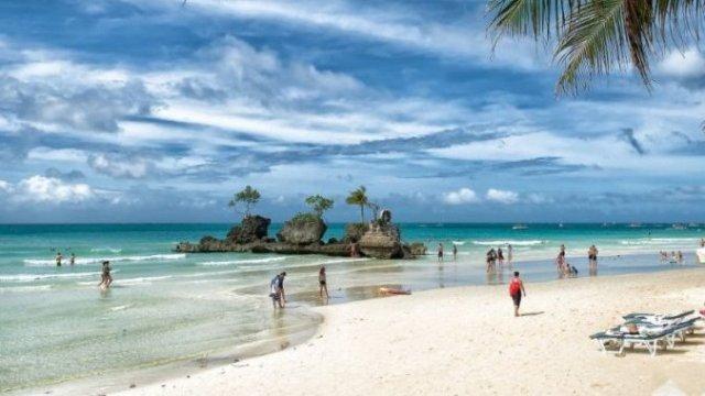 Остров Боракай официально закрыли до восстановления экосистемы