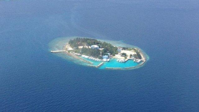 В туристическом раю бывший президент отправлен на тюремный остров