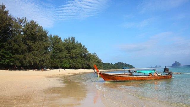 В Таиланде горят катера и начинается фестиваль туризма