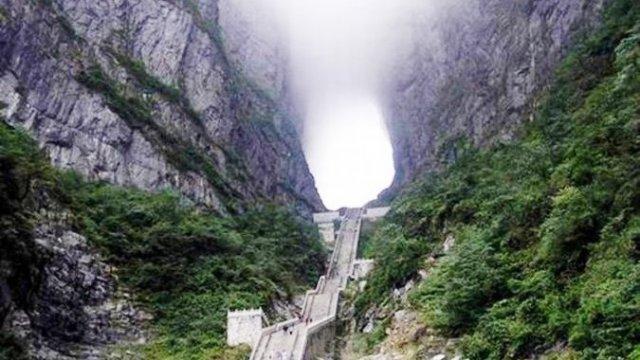 999 ступеней в небо — самая грандиозная лестница в мире