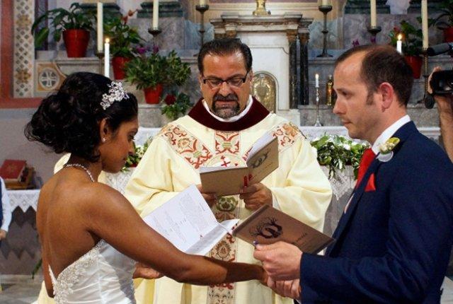 Мощи святого Валентина привлекают влюбленных на Лесбос