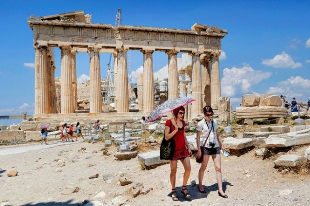 900 тысяч туристов рассчитывает принять Греция до конца 2017 года