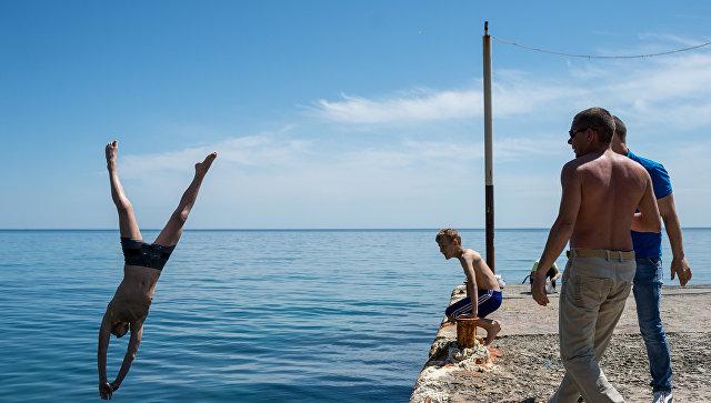 В Керчи мужчину унесло в море на 800 метров от берега