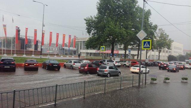 Ливень обрушился на Симферополь: тротуары и дороги ушли под воду
