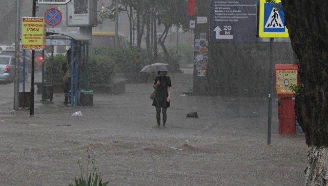 В ближайшие часы Крым накроют ливни и шторм
