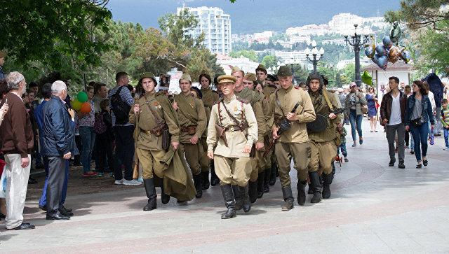 В Ялте День Победы отметили митингом и военно-исторической реконструкцией