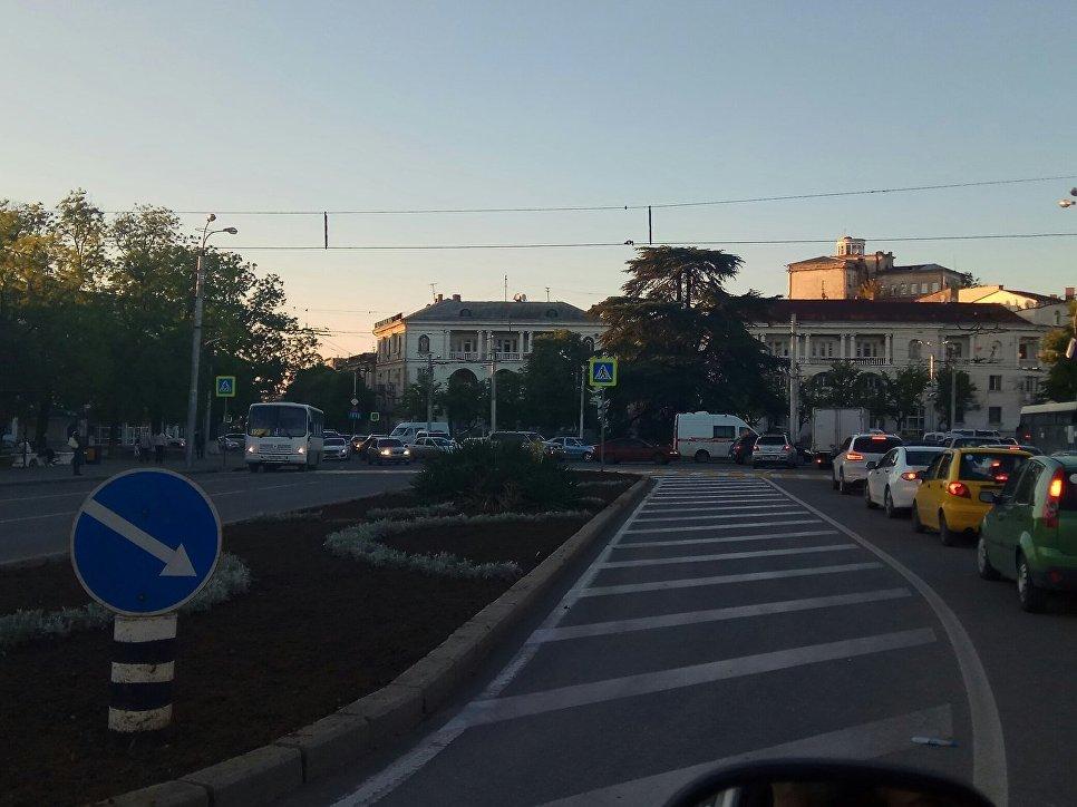 Километровые пробки: в Севастополе закрыли на ремонт размытую дождями дорогу