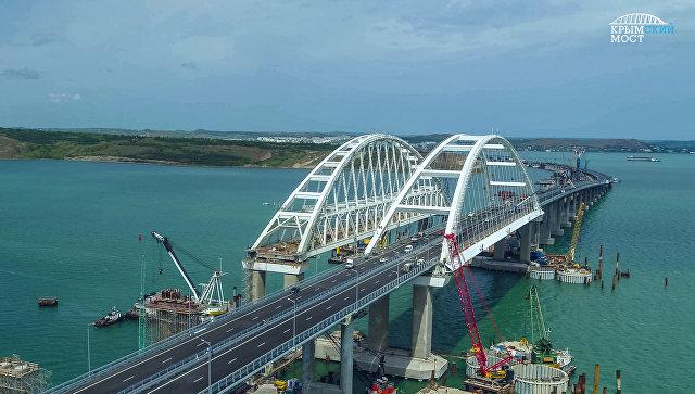 Путин отправился в Крым по мосту на «Камазе»
