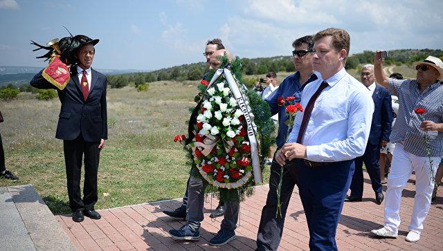 Итальянская делегация в Севастополе почтила память погибших предков