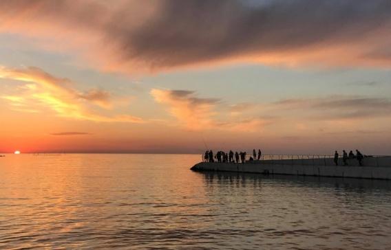 Стоять! Запрещено! Севастопольцам закрыли вход на пляж по утрам и вечерам