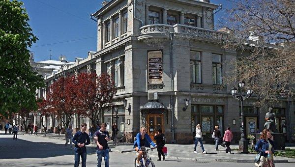 Режиссер рассказал, как можно спасти русский драмтеатр в Симферополе