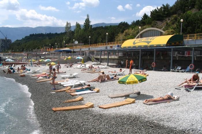 В Крыму не успевают подготовить пляжи к началу сезона