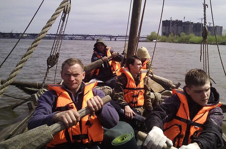 В Красноярске открыл навигацию казачий струг 17 века