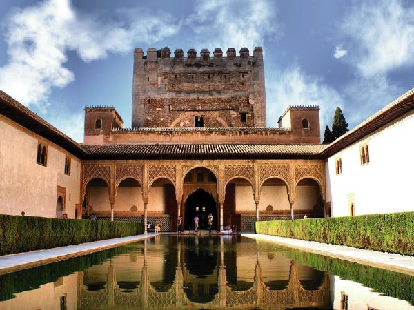 Более 250 тысяч евро выделят на реставрацию крепости Альгамбра в Испании