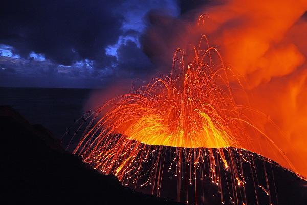 На Гавайях из-за извержения вулкана разрушены десятки домов