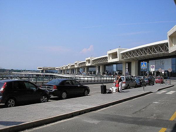 В Италии из-за забастовки авиадиспетчеров отменили более 700 рейсов