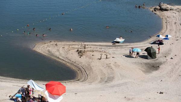 В этом году голубым флагом отмечены 696 испанских пляжей