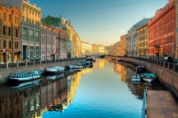 Петербург стал самым популярным городом в России на майские праздники