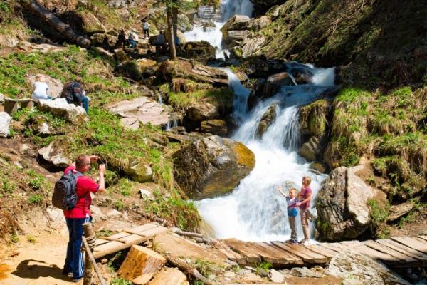 Большое кольцо парка водопадов «Менделиха» открылось на курорте «Роза Хутор» в Сочи