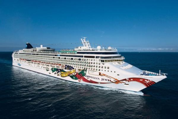 Круизный лайнер доставил на Камчатку 2,3 тыс. иностранных туристов