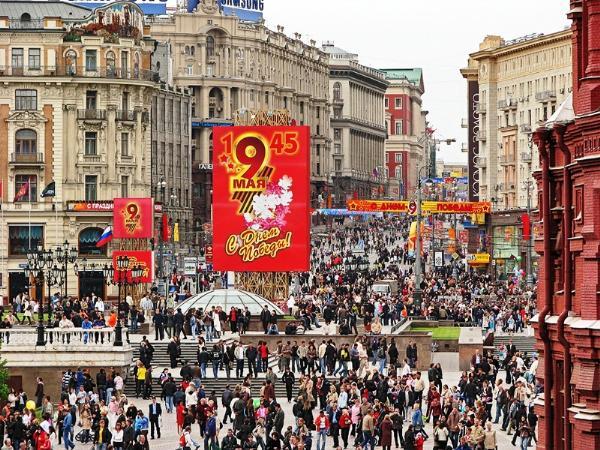 Праздничные мероприятия в Москве 8 и 9 мая посетили около 10 млн человек