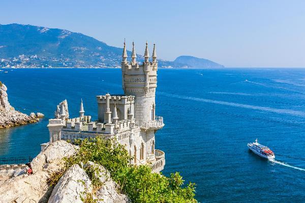 Спрос на отдых в Крыму у туроператоров значительно вырос еще до открытия моста