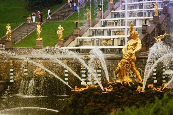 Весенний праздник фонтанов в «Петергофе» пройдет 19 мая