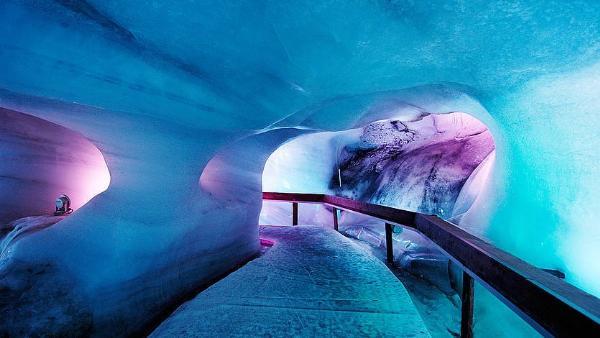 Собянин объявил об открытии «Ледяной пещеры» в Зарядье