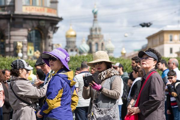 Петербург станет доступнее для туристов из Китая, заявил Полтавченко
