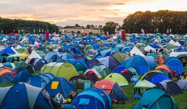 Болельщиков в Петербурге предлагают селить в палатках