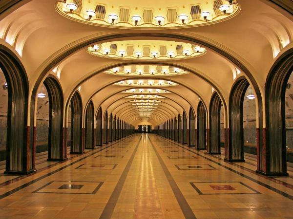 В Москве начали обучать гидов, желающих проводить экскурсии по станциям метро