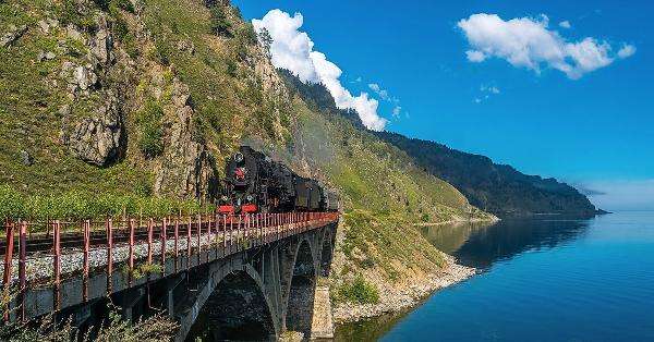 На Кругобайкальской железной дороге открыт сезон пригородных экскурсионных поездов