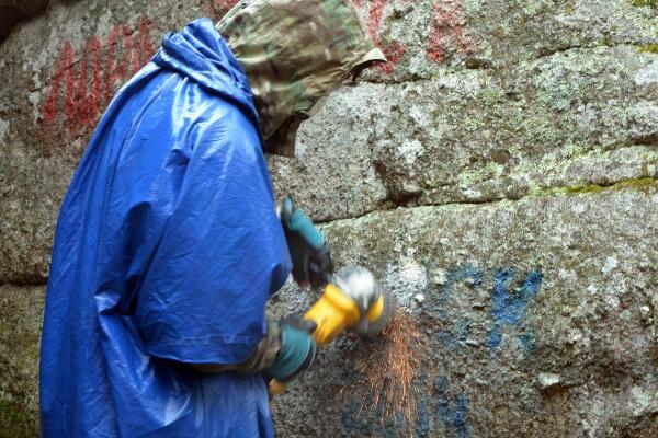 Скалы Белокурихи очистят от надписей
