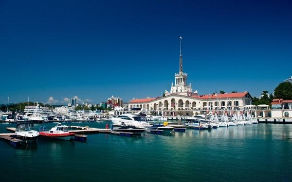 Морской порт Сочи закроют для транспорта