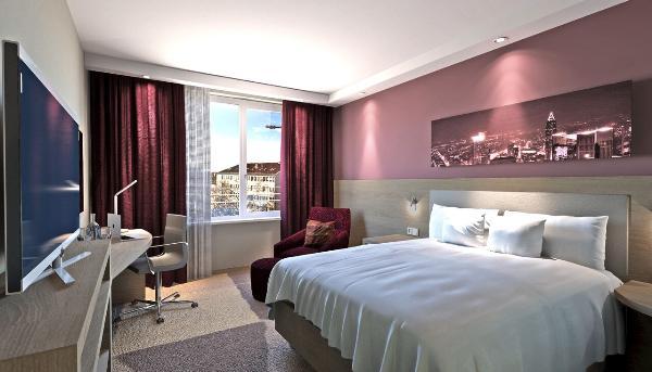В деловом центре Европы открылся второй отель бренда Hampton by Hilton