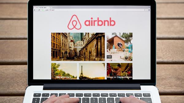 Европа объявила войну туристам, введя ограничения на аренду жилья через Airbnb