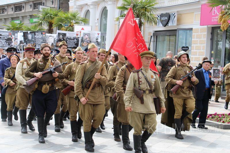 «Бессмертный полк» прошел по набережной Ялты