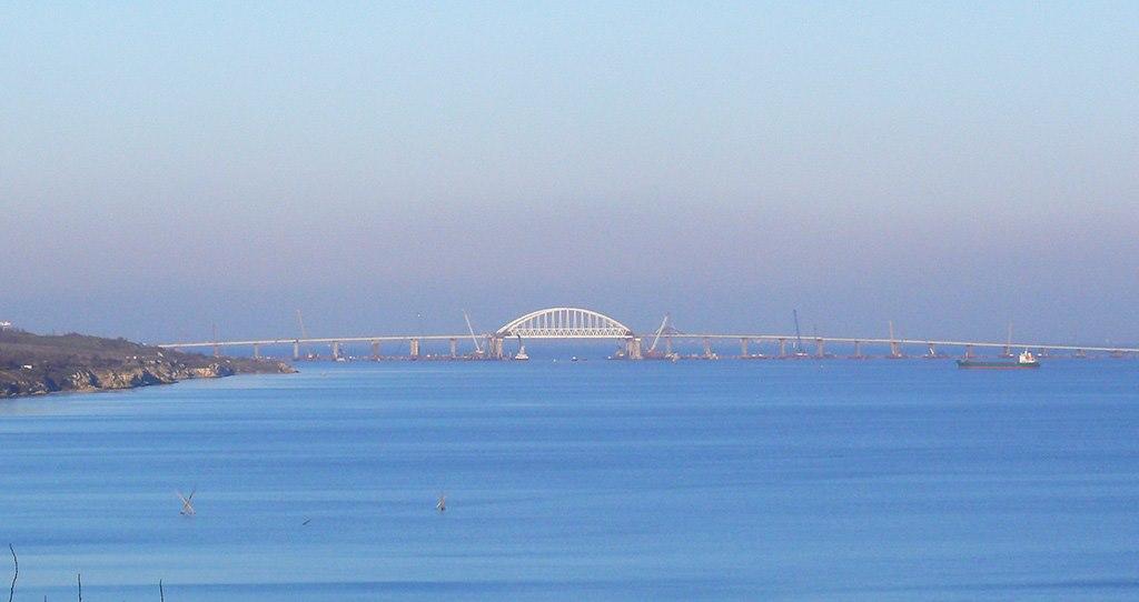 Без альтернативы: желающим рассмотреть Крымский мост придется заплатить