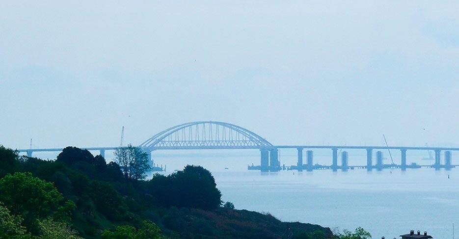 Охрану Крымского моста усилили тремя бронекатерами