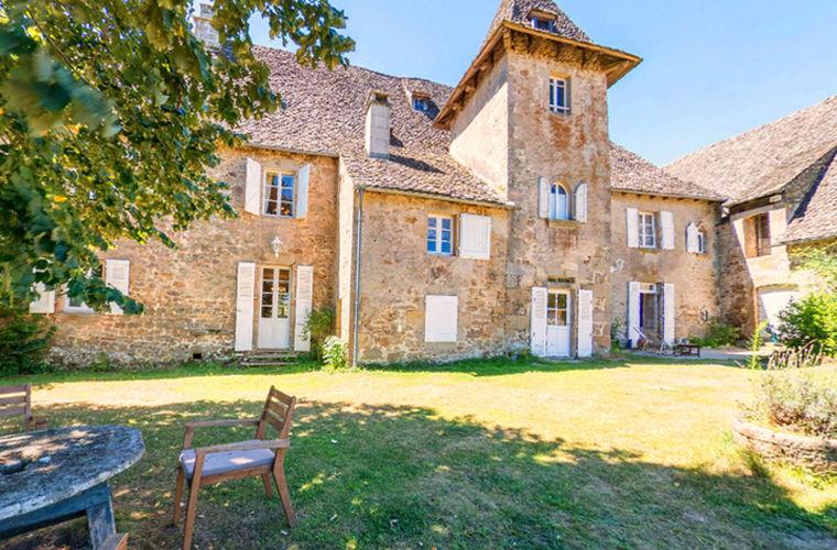 Французский замок стоимостью 1,4 млн евро можно приобрести за 700 рублей
