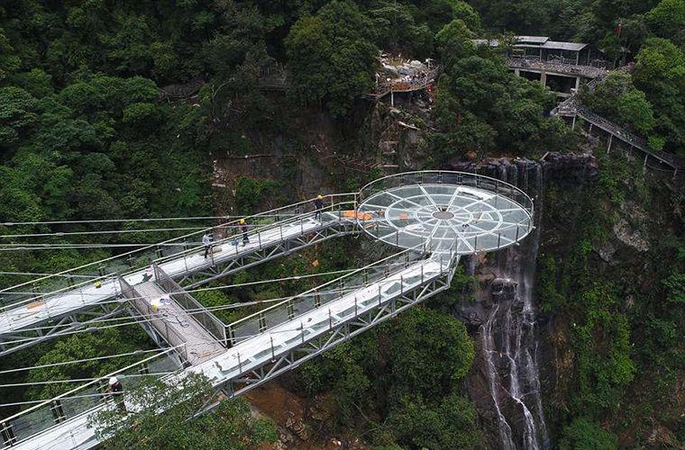 В Китае построили невидимую смотровую площадку