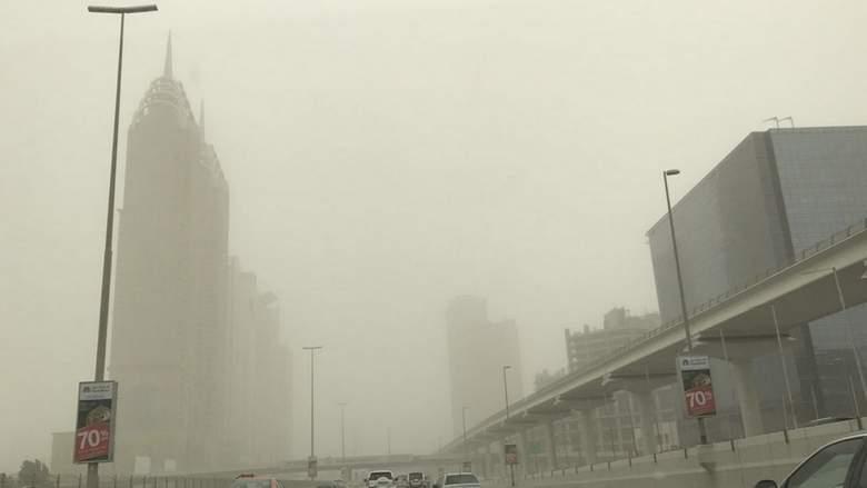 В ОАЭ продолжается предупреждение о пыли, температура понизится.