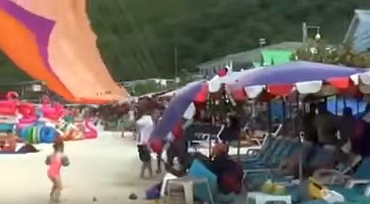 2 парашютиста упали на головы туристов на пляже острова Ко Лан [ВИДЕО]