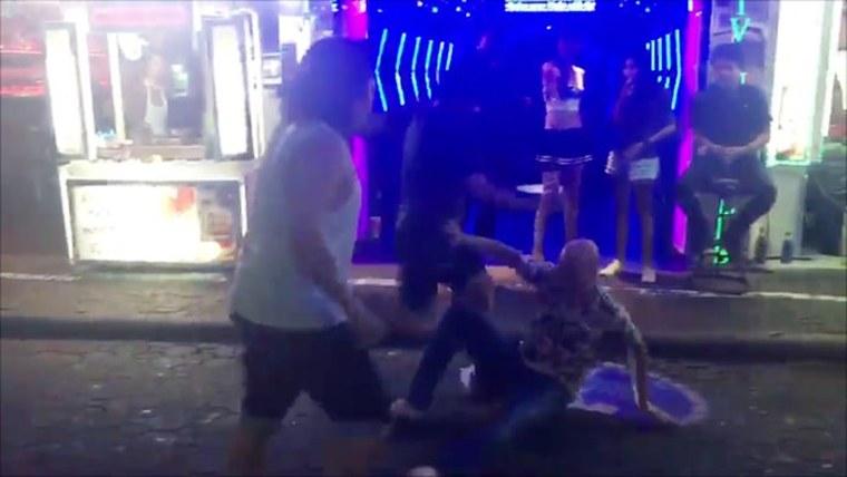 Туристов избивают на Walking Street в Паттайе