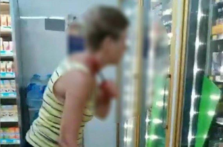 Сумасшедшая россиянка перерезала себе горло в Таиланде в магазине 7/11