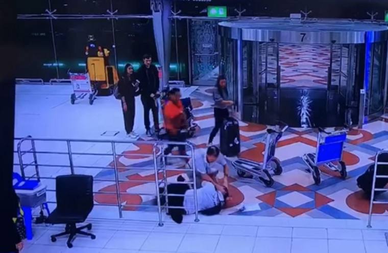Как отмена рейса вывела из себя туриста в аэропорту Бангкока [ВИДЕО]