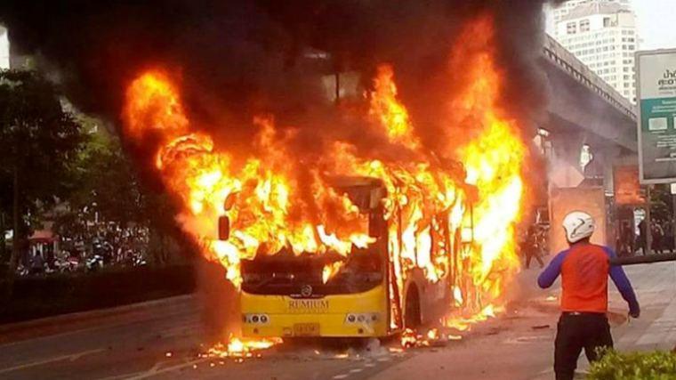 В центре Бангкока взорвался автобус